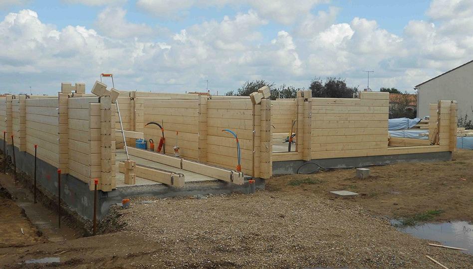 construction maison madriers en bois