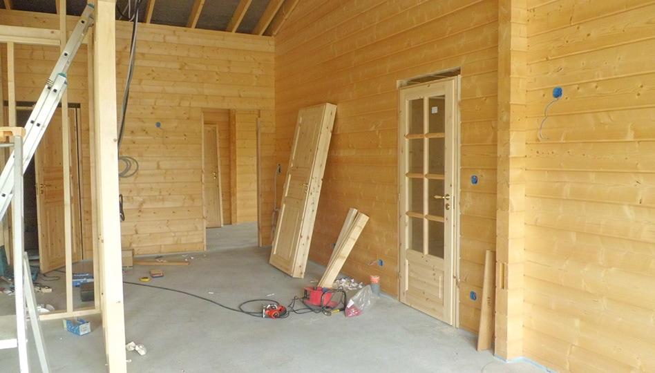 assemblage maison madriers en bois